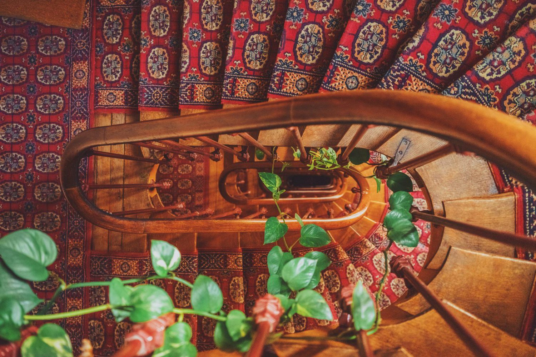vintage vloerkleed op de trap